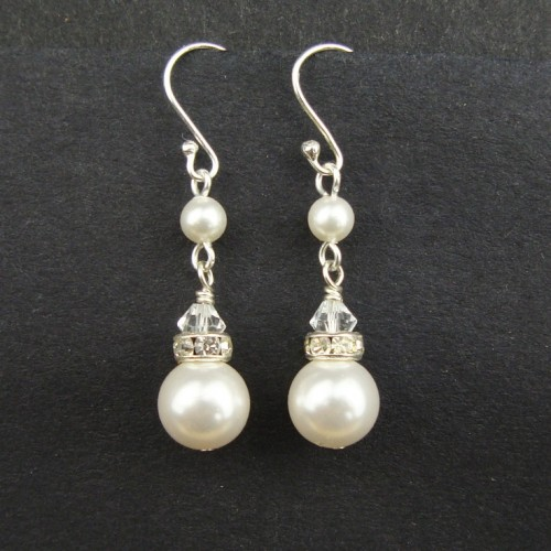 cute-pearl-drop-earrings