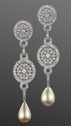 Diamond- pearl-drop-earrings