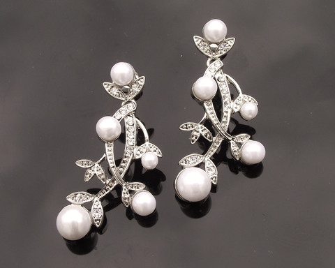 Floral-Style-pearl-drop-earrings