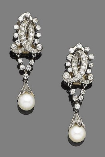 Stylish-pearl-drop-earrings