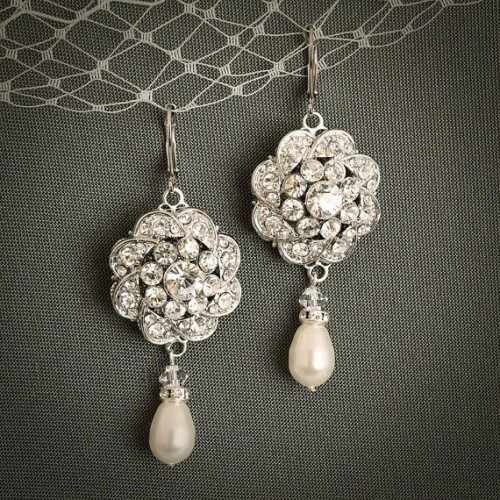 Vintage-Style-pearl-drop-earrings