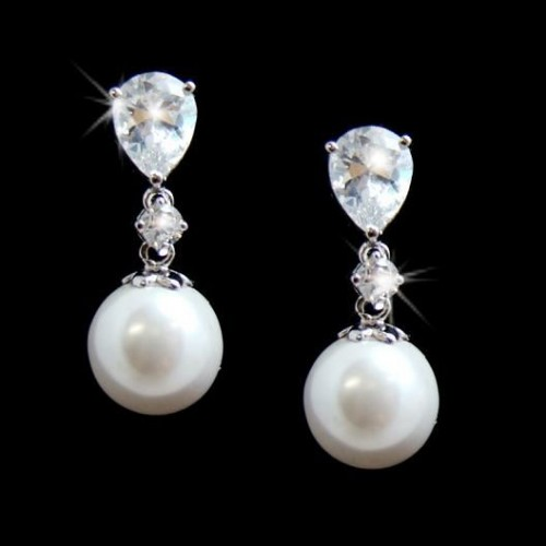 cool-pearl-drop-earrings