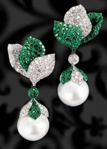 emerald-pearl-drop-earrings