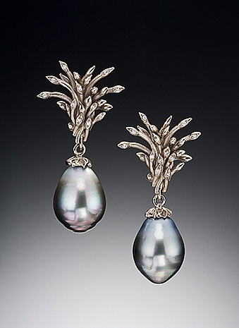 grey-pearl-drop-earrings