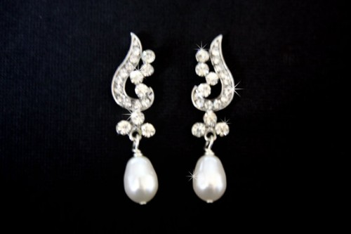 pearl-drop-earrings-dazzling