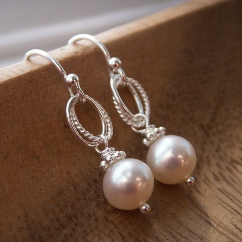 pearl-drop-earrings-simple