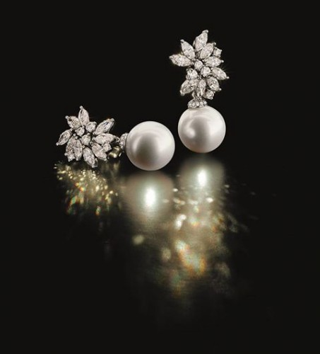 classic- pearl-drop-earrings