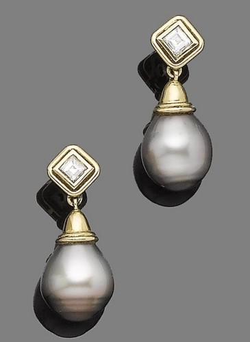 pearl of black tint, capped by a collet-set square-cut diamond, diamonds approx. 0.40ct total, length