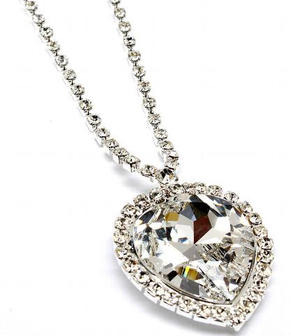 Heart-of-the Ocean-diamond-heart-necklace