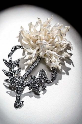 floral-brooches-and-clips
