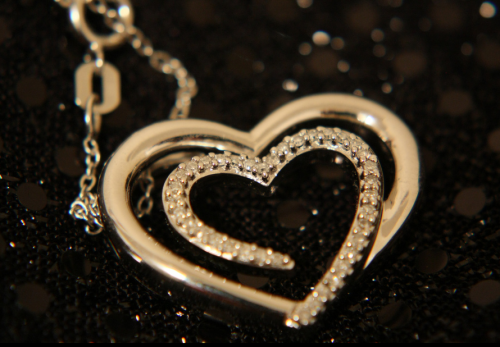 glamorous-diamond-heart-necklace-for-women