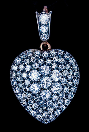 sparkling-diamond-heart-necklace-for-women
